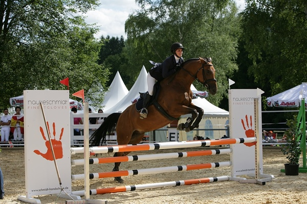 Cazenovia College Equestrian Team member Keeley Gambino travels to Germany